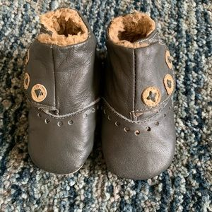 Like new Livie Luca boots 6-12 months fits 0-6